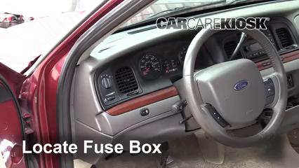 2011 Ford Crown Victoria LX 4.6L V8 FlexFuel Fusible (intérieur)