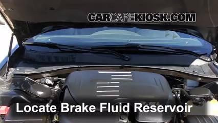 2012 Chrysler 300 Limited 3.6L V6 Liquide de frein Contrôler le niveau de liquide de frein