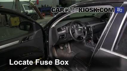 2012 Skoda Superb TDI 4X4 2.0L 4 Cyl. Turbo Diesel Fusible (interior)