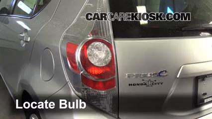 2012 Toyota Prius C 1.5L 4 Cyl. Luces Luz de giro trasera (reemplazar foco)