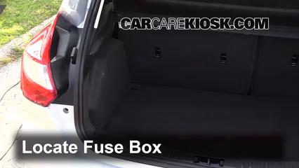 2013 Ford Focus SE 2.0L 4 Cyl. FlexFuel Hatchback Fusible (intérieur)