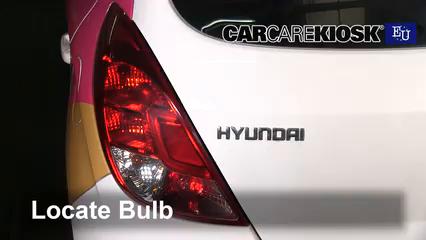2013 Hyundai i20 Classic 1.2L 4 Cyl. Éclairage Feu antibrouillard (remplacer l'ampoule)