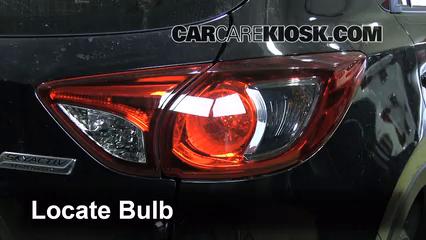 2013 Mazda CX-5 Sport 2.0L 4 Cyl. Luces Luz de freno (reemplazar foco)