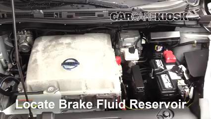 2013 Nissan Leaf SL Electric Líquido de frenos Agregar fluido