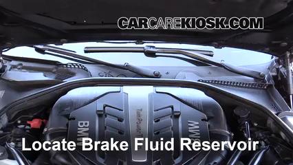 2014 BMW 650i xDrive Gran Coupe 4.4L V8 Turbo Líquido de frenos Controlar nivel de líquido