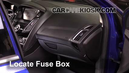 2015 Ford Focus Titanium 2.0L 4 Cyl. FlexFuel Sedan Fusible (intérieur)