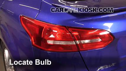 2015 Ford Focus Titanium 2.0L 4 Cyl. FlexFuel Sedan Luces Luz trasera (reemplazar foco)