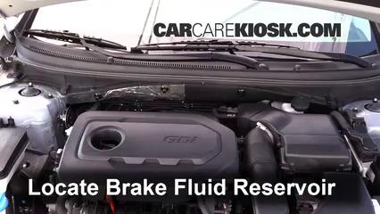 2015 Hyundai Sonata SE 2.4L 4 Cyl. Líquido de frenos Controlar nivel de líquido