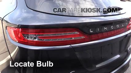 2015 Lincoln MKC 2.0L 4 Cyl. Turbo Éclairage Feux de marche arrière (remplacer une ampoule)