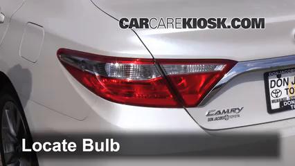 2015 Toyota Camry XLE 2.5L 4 Cyl. Luces Luz trasera (reemplazar foco)