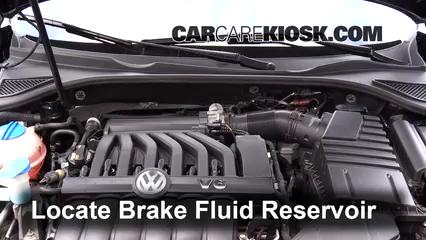 2015 Volkswagen Passat SEL Premium 3.6L V6 Líquido de frenos Controlar nivel de líquido
