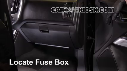 interior fuse box location 2004 2012 chevrolet colorado 2004 rh carcarekiosk com 2005 Chevy Colorado DRL Fuse Boxes 2004 chevy colorado fuse box diagram