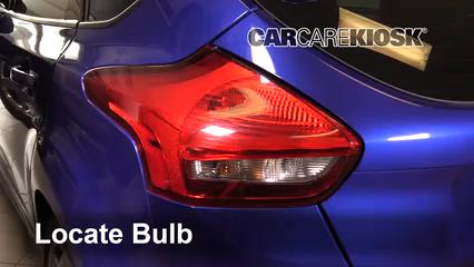 2016 Ford Focus ST 2.0L 4 Cyl. Turbo Éclairage