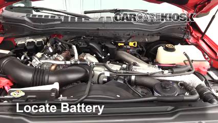 2017 Ford F-250 Super Duty XL 6.7L V8 Turbo Diesel Standard Cab Pickup Batería Limpiar batería y terminales