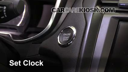 2017 Ford Fusion Energi Titanium 2.0L 4 Cyl. Horloge