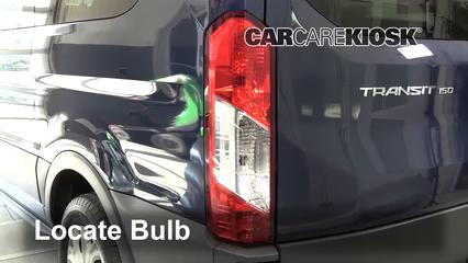 2017 Ford Transit-150 XLT 3.7L V6 FlexFuel Éclairage Feux de marche arrière (remplacer une ampoule)
