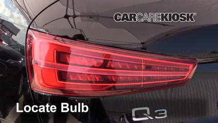 2018 Audi Q3 Quattro Premium 2.0L 4 Cyl. Turbo Éclairage Feu clignotant arrière (remplacer l'ampoule)