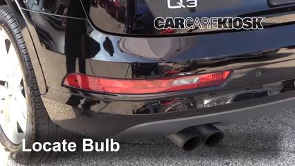 2018 Audi Q3 Quattro Premium 2.0L 4 Cyl. Turbo Éclairage Feux de marche arrière (remplacer une ampoule)