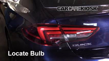 2018 Buick Regal Sportback Preferred II 2.0L 4 Cyl. Turbo Éclairage