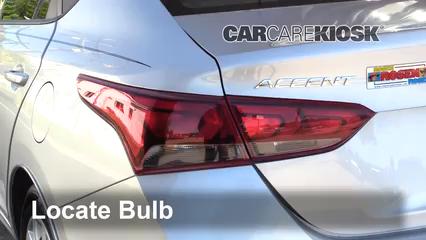 2018 Hyundai Accent SEL 1.6L 4 Cyl. Éclairage Feu clignotant arrière (remplacer l'ampoule)