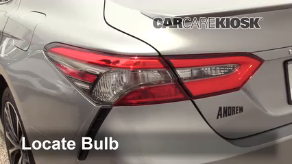 2018 Toyota Camry SE 2.5L 4 Cyl. Luces