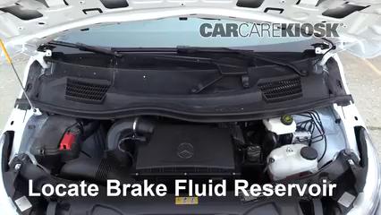 2019 Mercedes-Benz Metris 2.0L 4 Cyl. Turbo Mini Cargo Van Líquido de frenos Controlar nivel de líquido